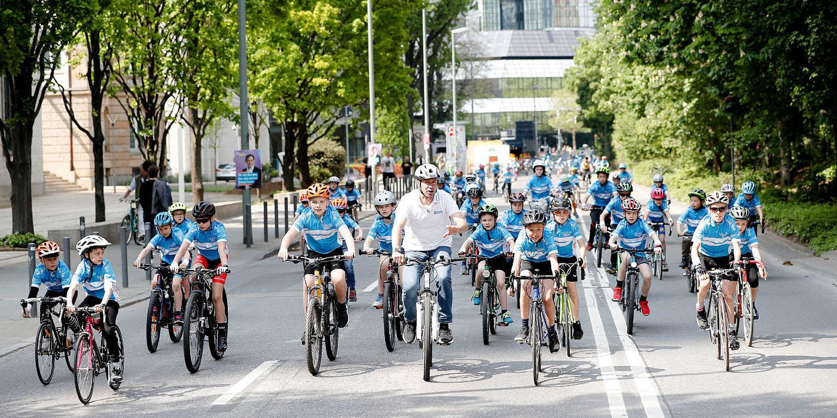 kinder+Sport mini tour Bike Parade bei Eschborn-Frankfurt